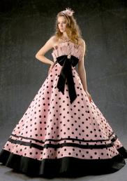 個性的なウェディングドレス ...